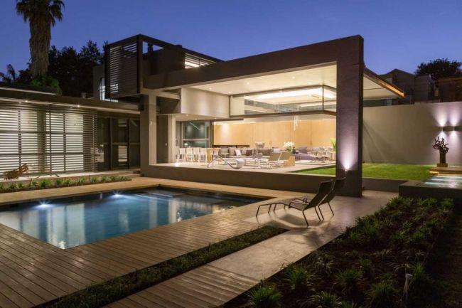 Maison contemporaine de plain-pied avec un toit terrasse