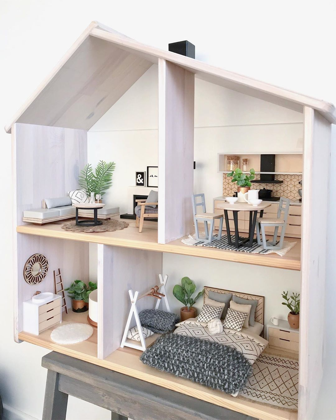 12 Incredibly Tricked Out IKEA Flisat Dollhouses | Hunker