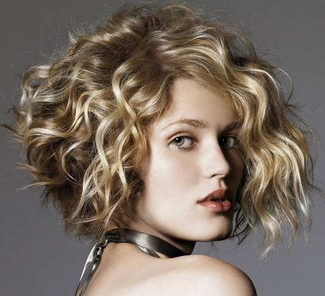 Best Haircut For Round Faces And Curly Hair Short Curly Haircuts Bob Haircut Curly Short Curly Bob Hairstyles