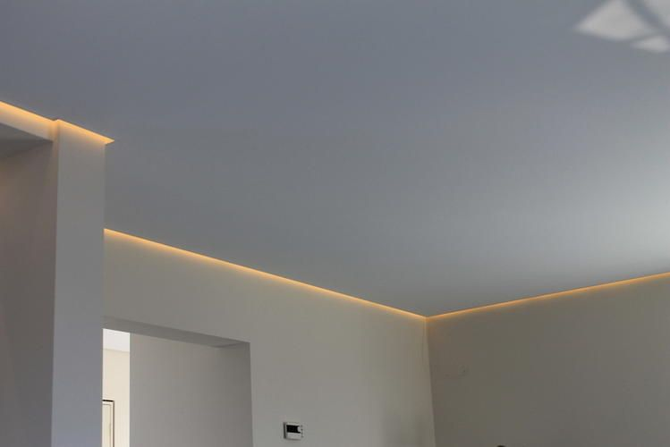 Verlaagd Plafond Met Verlichting. Amazing Led Plafond In Midden Van ...