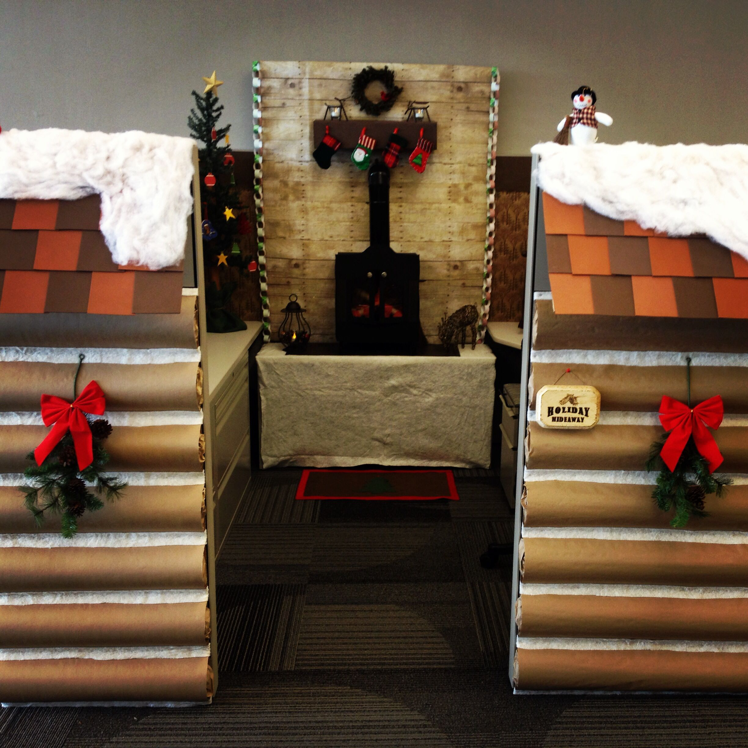 2013 christmas cubicle a cozy and rustic holiday for Cubicle decoration xmas