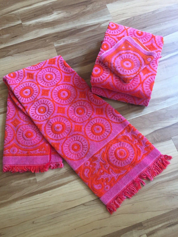 Vintage Pink And Orange Geometric Design Bath Towels By Fieldcrest - Fieldcrest bath towels for small bathroom ideas