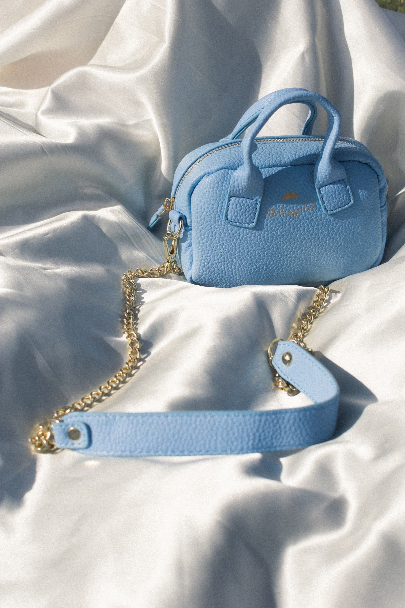Blue Purses and Bags | @the.bunny.tail on insta