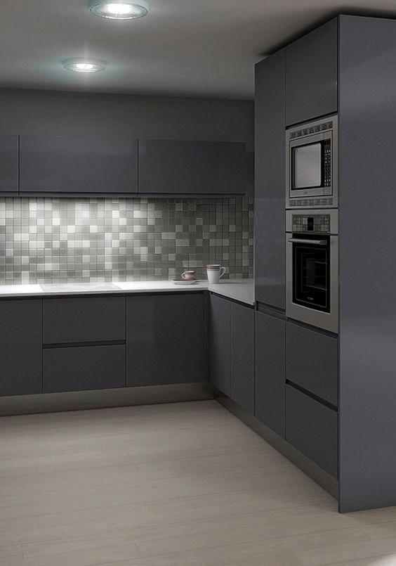 Una cocina llena de encanto en la que el gris es su for Que color de pared para una cocina gris
