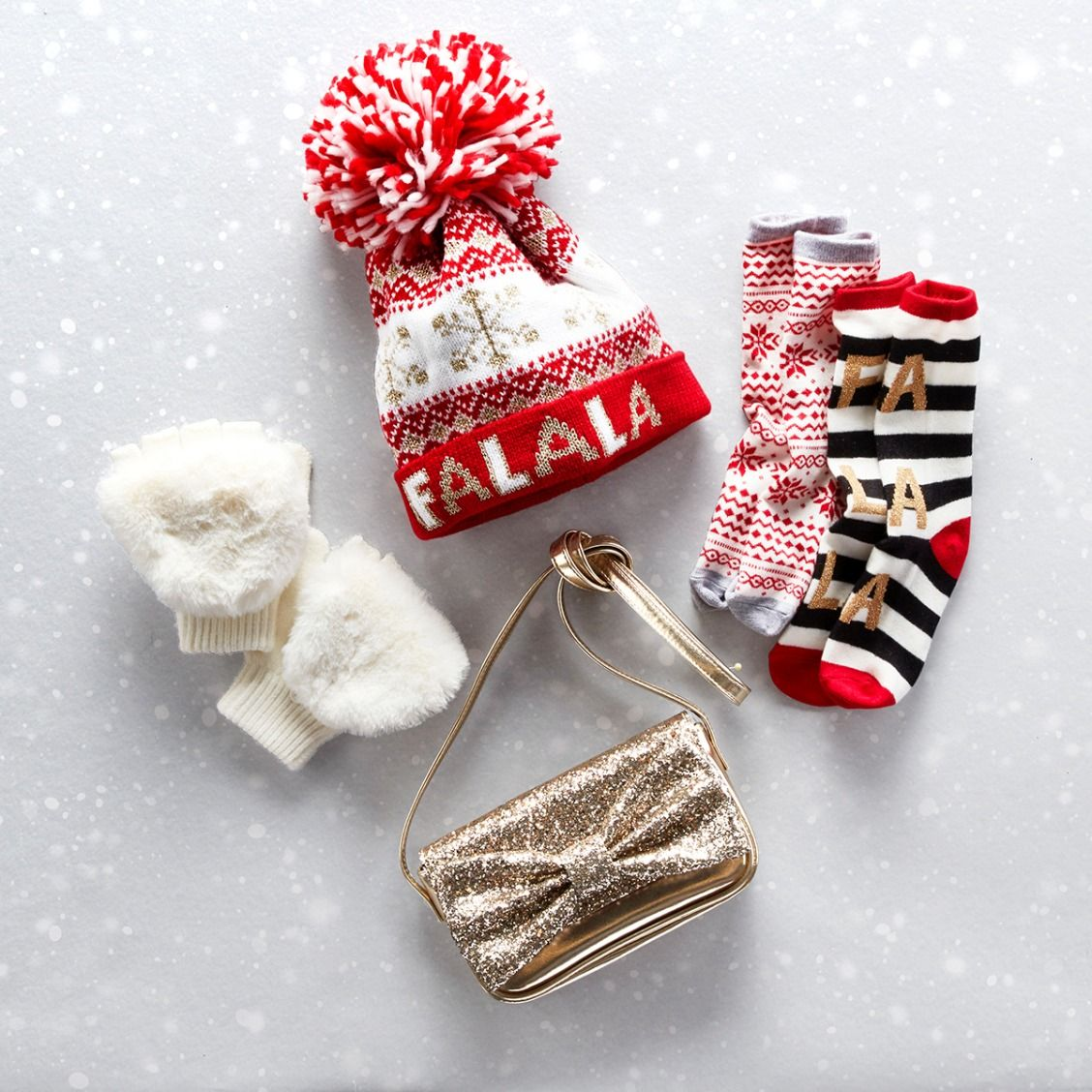 Girls' fashion | Kids' clothes | Gifting ideas | Pom pom beanie | Holiday socks | Mittens | Glitter purse | The Children's Place