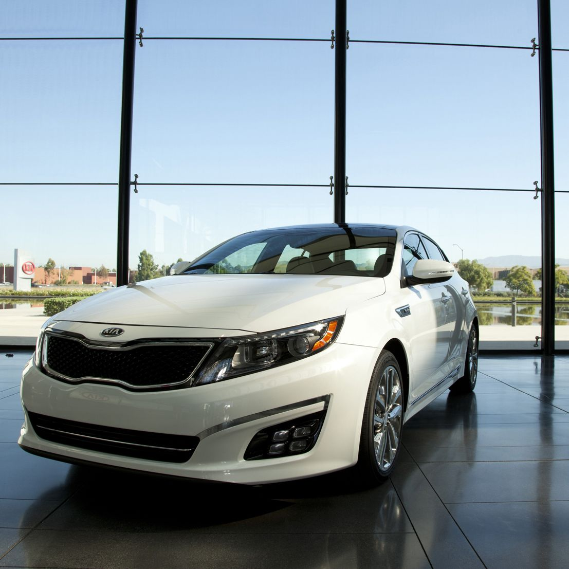 It S A Gorgeous Day Here At Kia Motors America Headquarters In Irvine California Tell Us One Word To Describe Your Day Kia Motors America Kia Mid Size Sedan