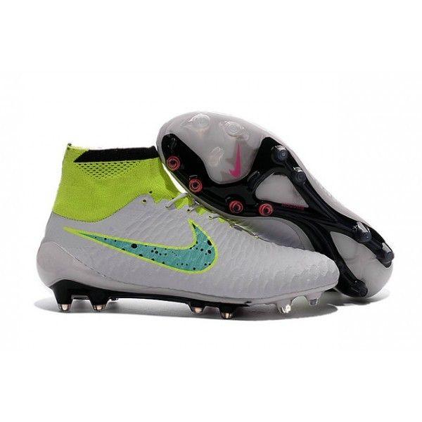 big sale 2d224 9222b Dessinée par Nike pour des meneurs de jeu offensifs qui imposent le cours  du match, la chaussure de football Magista Obra comprend un révolutionnaire  ...