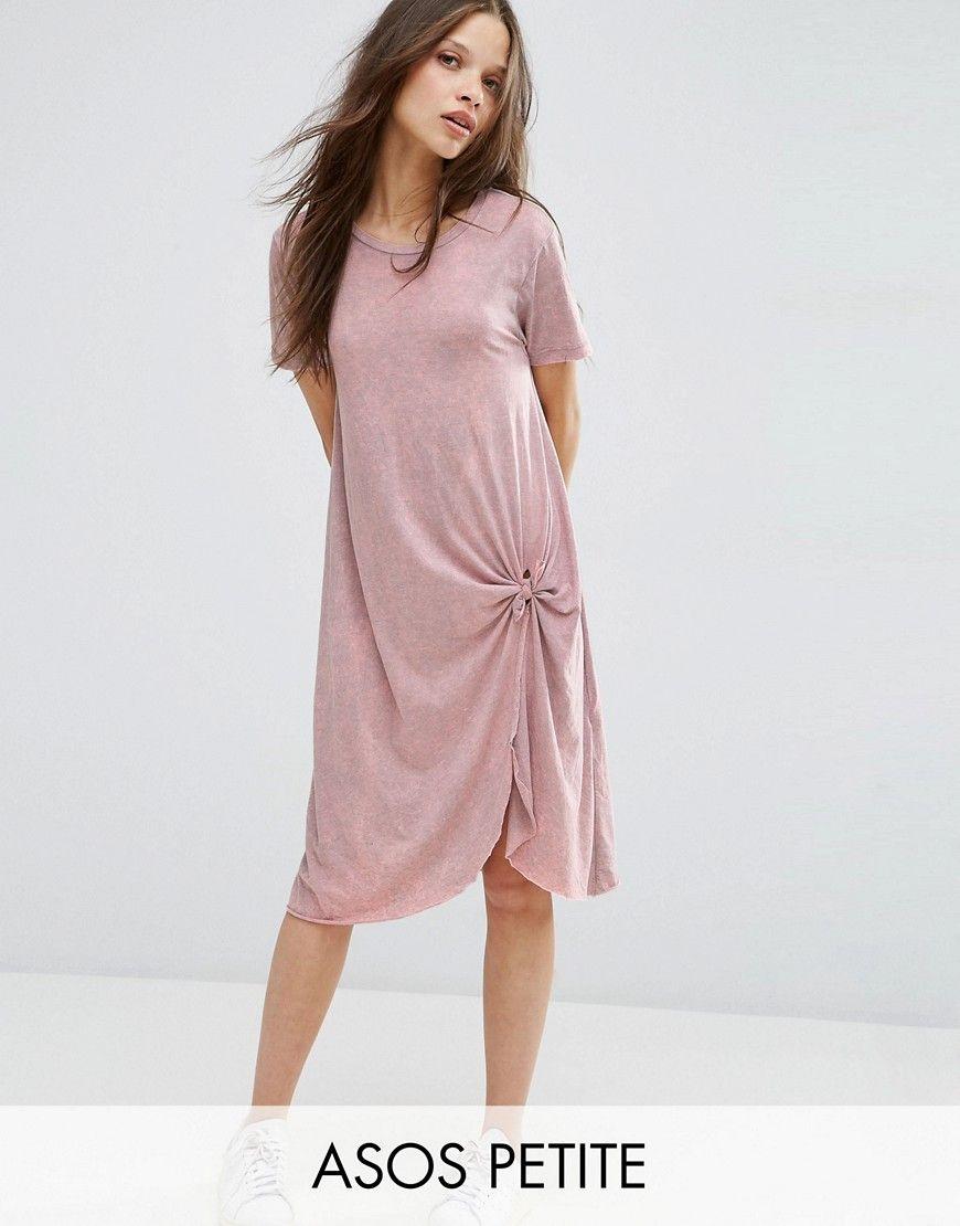 Vestido estilo camiseta casual a media pierna con nudo en la parte delantera  de ASOS PETITE. Petite vestido de ASOS PETITE, Punto suave al tacto, ...