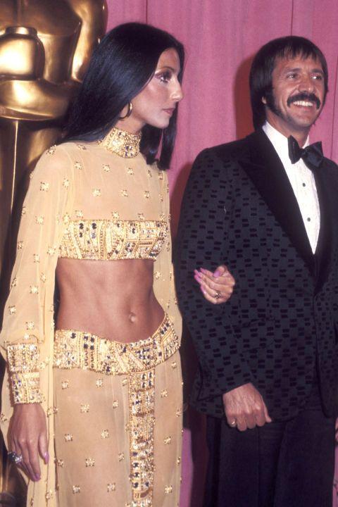 An Ode To Cher S Unbeatable Oscars Style Oscar Fashion Red Carpet Oscars Oscar Dresses