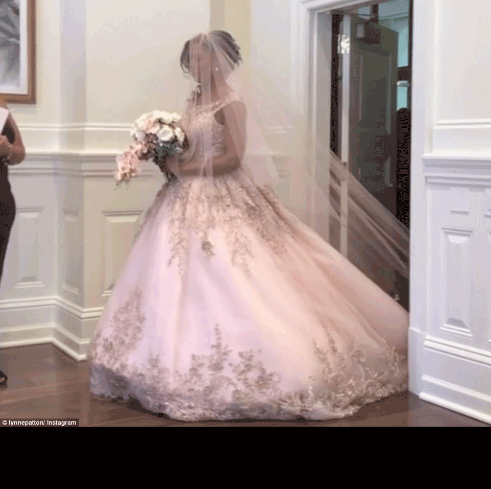 omarosa wedding dress | Trump Cabinet Member OMAROSA Got Married ...