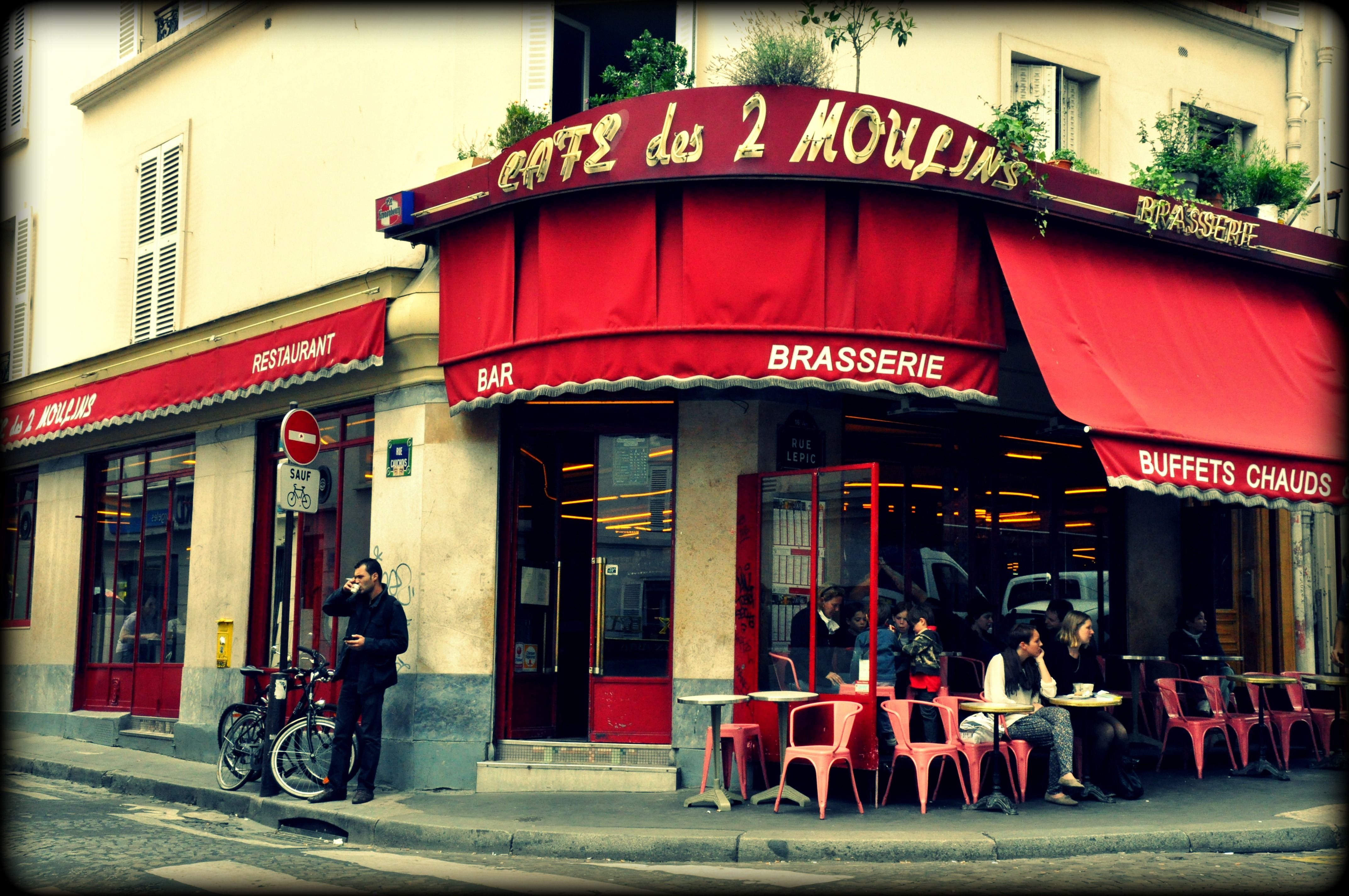 The Cafe In Montmartre Where They Filmed Amelie Cafe Em Paris Paris Montmartre Paris