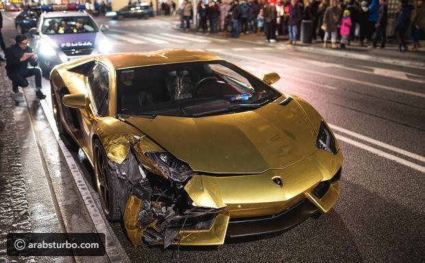 لمبرجيني افنتادور ذهبية تتعرض لحادث مؤسف موقع تيربو العرب Sports Car Car Vehicles