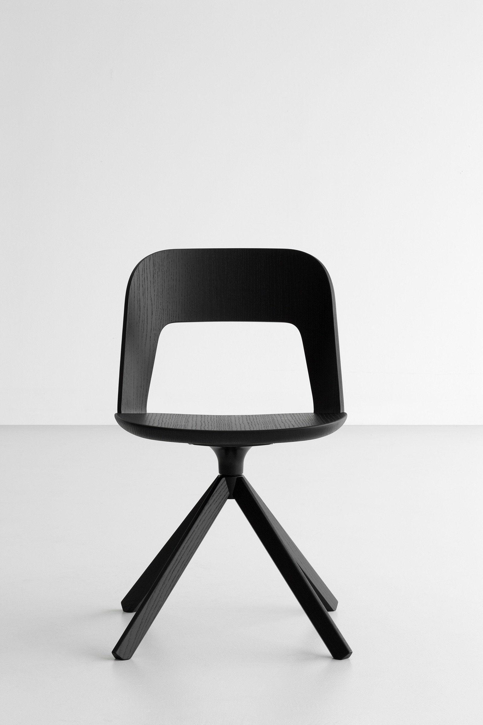 Launched last year by the italian furniture company lapalma arco is a chic and minimal chair brilliantly designed by italian product designer frances