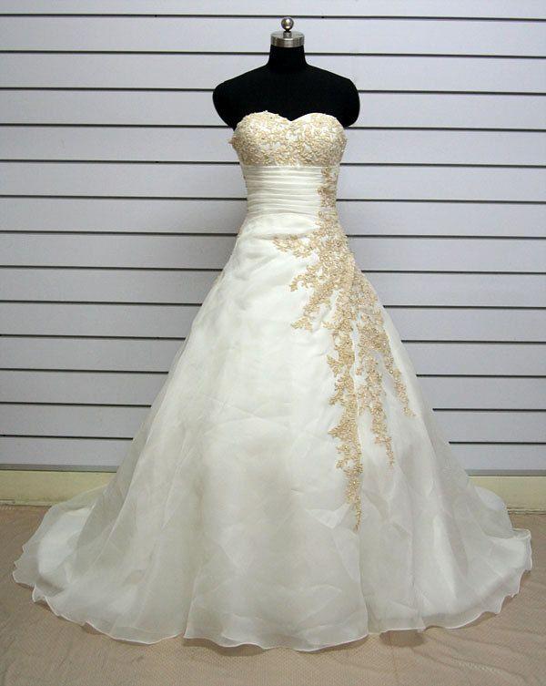 Vintage Lace Wedding Dress Bridal Gown $220.00, via Etsy. | DIY ...