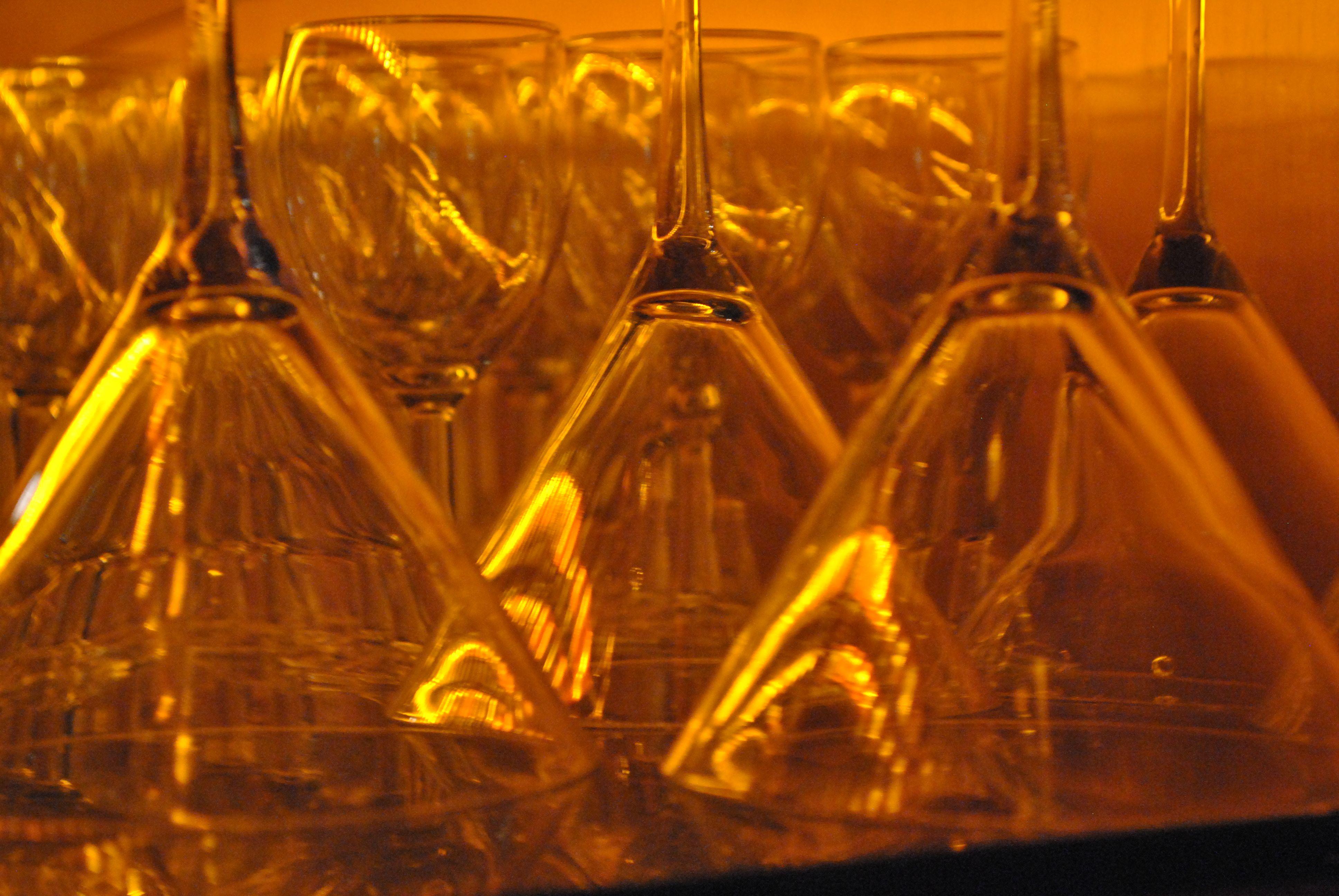 Coctailglasses at a bar