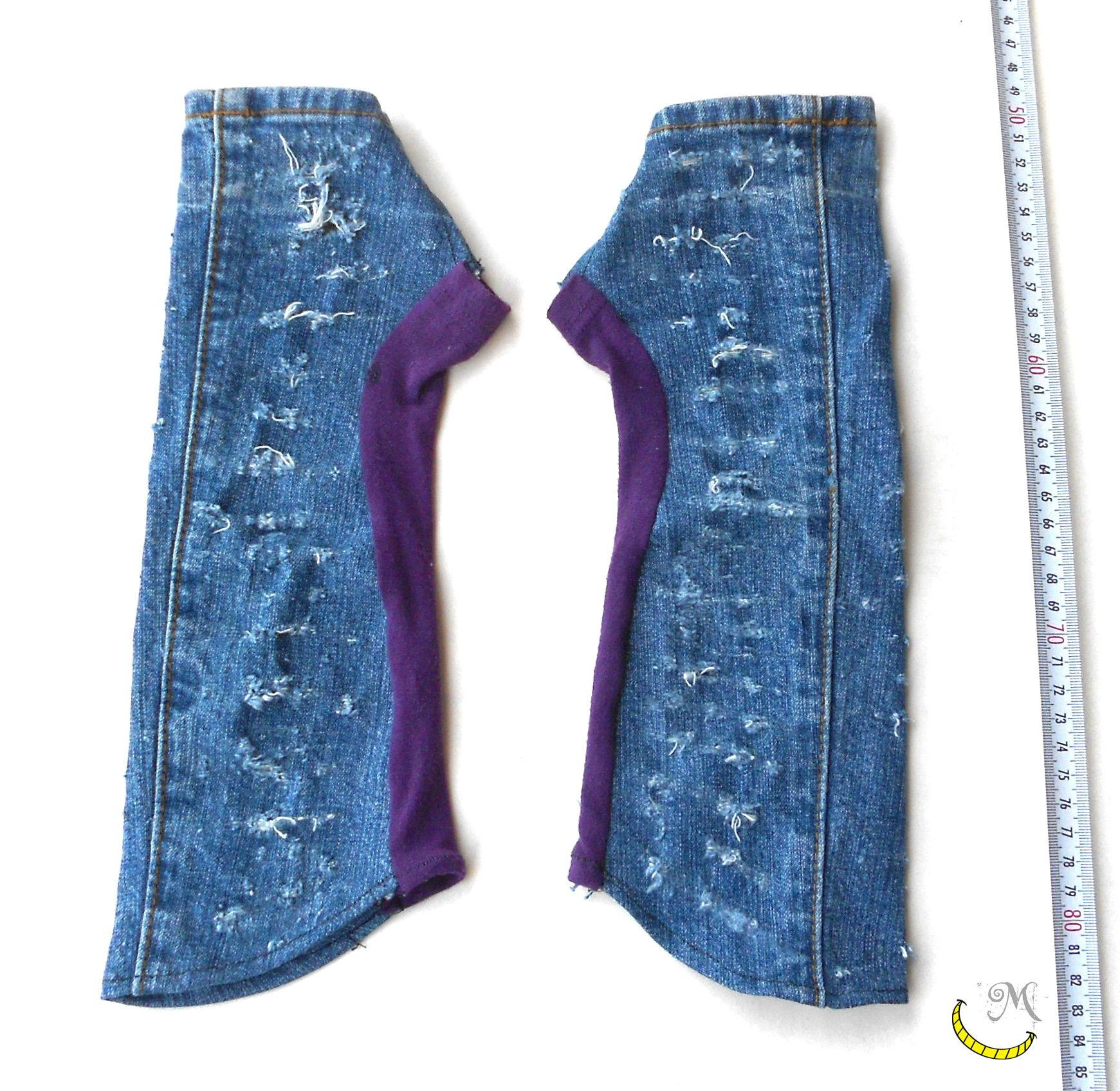 Fingerless gloves, long almost to the elbow, denim fabric (especially consumed), and elastic cotton. These gloves are a nice detail very effective in a casual style clothing.  Length: 33cm approx Color: denim and purple  100% creative recycling  All fabrics of this creation are from desused cloth.  The upcycled materials are in good condition and thoroughly cleaned (washed or cleaned with steam) before using. Follow me on fb: https://www.facebook.com/MaliceCrafts/