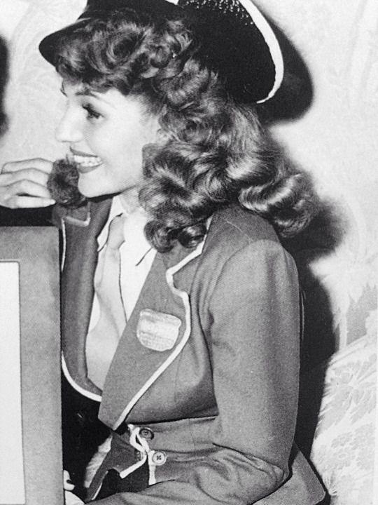 Rita Hayworth in Cover GIrl
