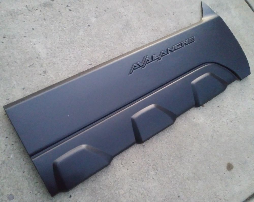2002 2006 Avalanche Passenger Door Lower Trim Panel Molding Quarter Cladding Oem Gm Chevy Chevrolet Generalm Used Car Parts Used Parts American Muscle Cars