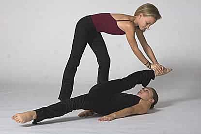 illustrated steps to help you learn to do splits  partner