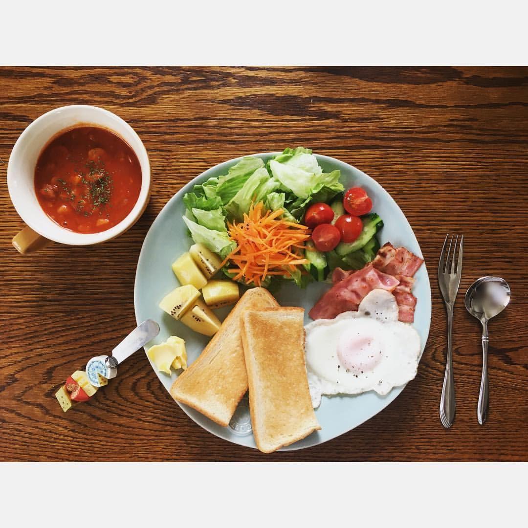 . なんてことのない朝食も、ワンプレートに盛りつければ少しだけ特別に。ミネストローネはstaubで!お水少なめで、野菜の旨味がしっかり出てくれました👍🏼是非試してほしい! #ワンプレート . 近々お知らせがあります!🙆