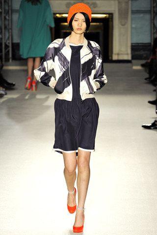Roksanda Spring 2012 Ready-to-Wear Fashion Show - Zhu Lin