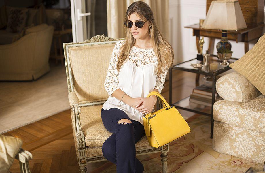 Lala Rudge escreve sobre moda, beleza, tendências e lifestyle e Maria Rudge fala sobre casa e família, além de moda e beleza.