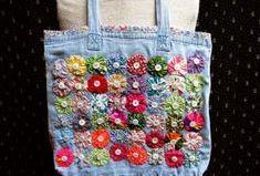 Tasche mit Häkelblumen #Knitulator #sammelt #Ideen