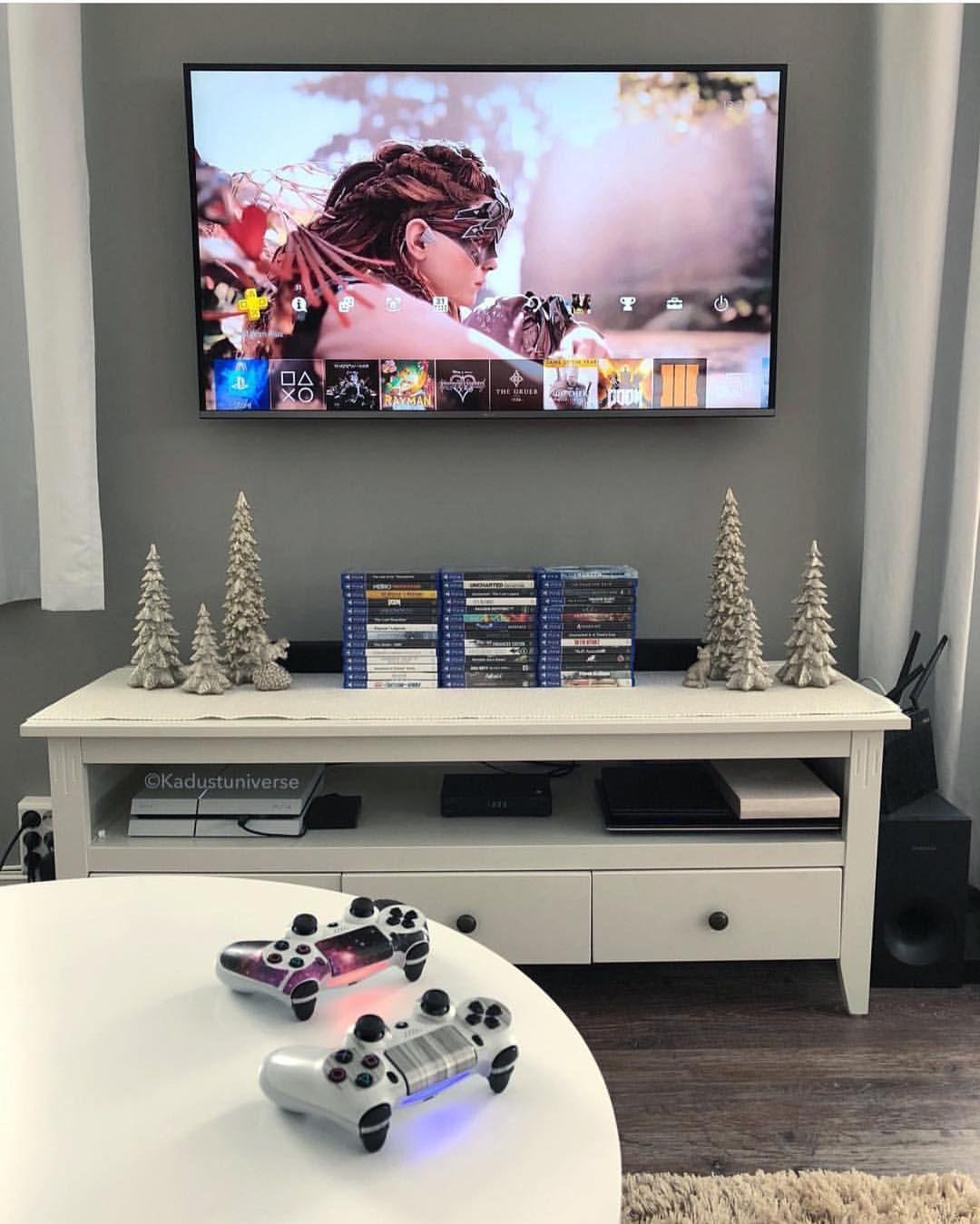 Pin De Teo Mirkovic Em Gameroom Em 2020 Salas De Jogos Pequena Salas De Videogame Design De Sala De Jogo