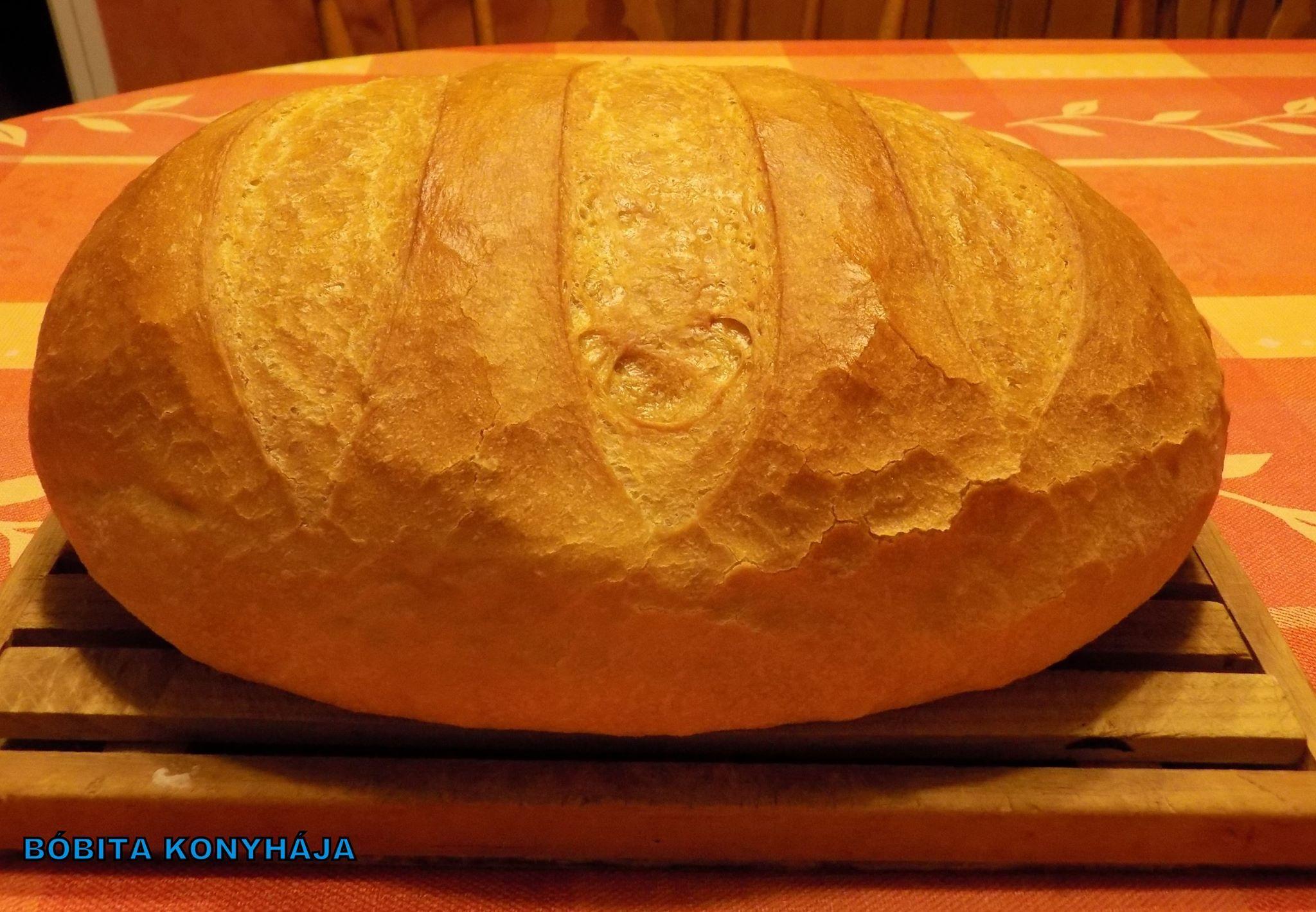 Boboita konyhaja: Fehér kenyér, ahogy én készítem...  Először kovászt készítek:   10 dkg finom liszt  10 dkg rétes liszt  2 dkg élesztő 1 e.k. étolaj  1 k.k. cukor  2 dl langyos víz  Általában este készítem, de most kb. 4 órával a sütés előtt készítettem.