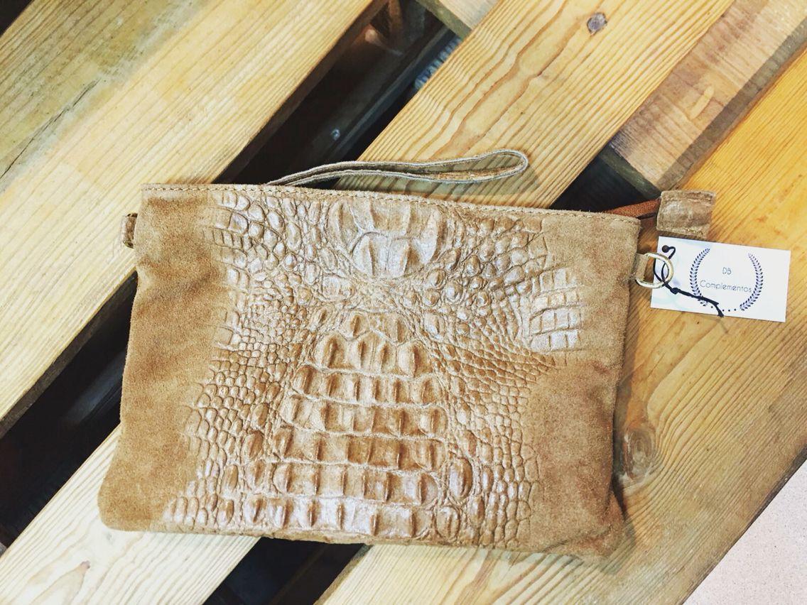 Bolso bandolera / mano en piel marrón ,  . 25€.#dbcomplementos