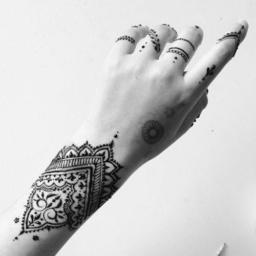 Henna Wrist Bracelet: 27 Bracelet Mehndi Designs For Your Wrist