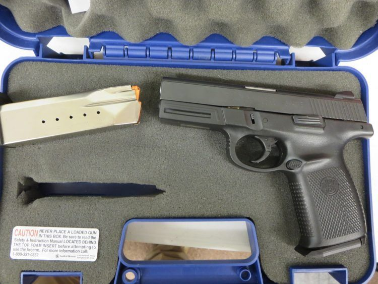 Used Smith & Wesson SW40VE .40 S&W w/ extra magazine and case $295 ...