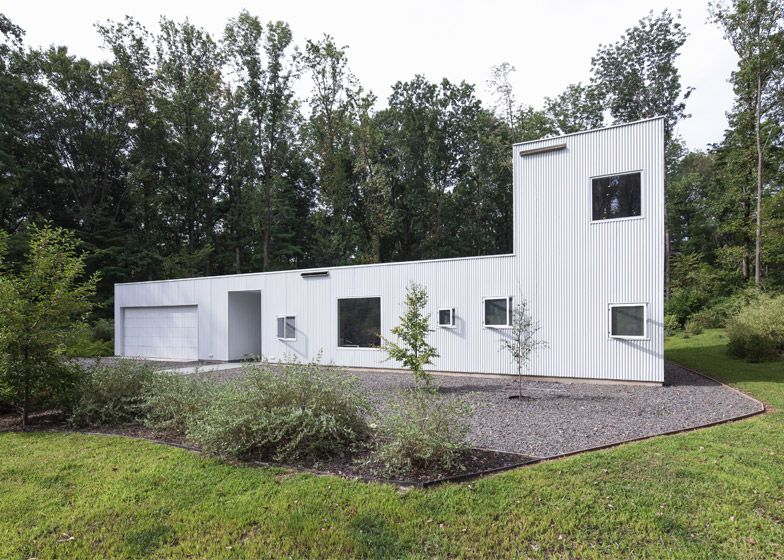 Droomhuis La House : This courtyard house in princeton embraces its wooded landscape