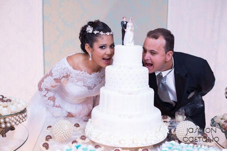 ♥♥♥  O casamento real da Lindalva e do Lucas A gente fica tão feliz quando recebemos emails empolgados de noivinhas que nos acompanharam durante os preparativos do casamento e vêm nos contar tu... http://www.casareumbarato.com.br/casamento-real-lindalva-lucas/