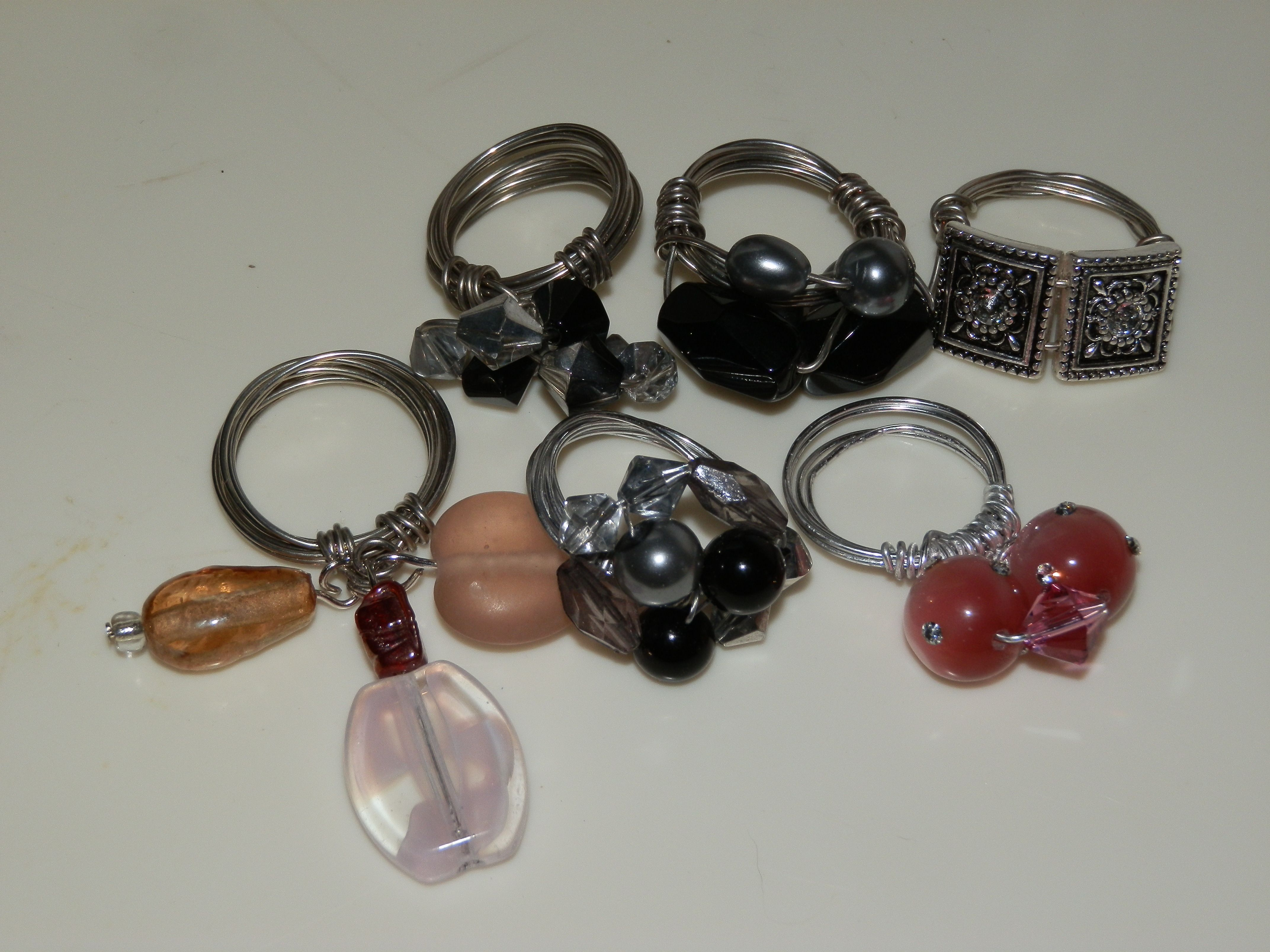 Learning how to make rings from scratch with only wire and beads ...
