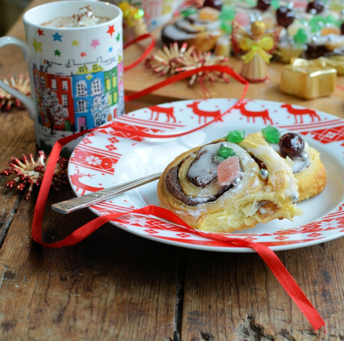 """""""Tear & Share"""" Christmas Tree Cinnamon Rolls - These are a family tradition on Christmas Eve & are featured in Waitrose Weekend for a #HomeForChristmas"""