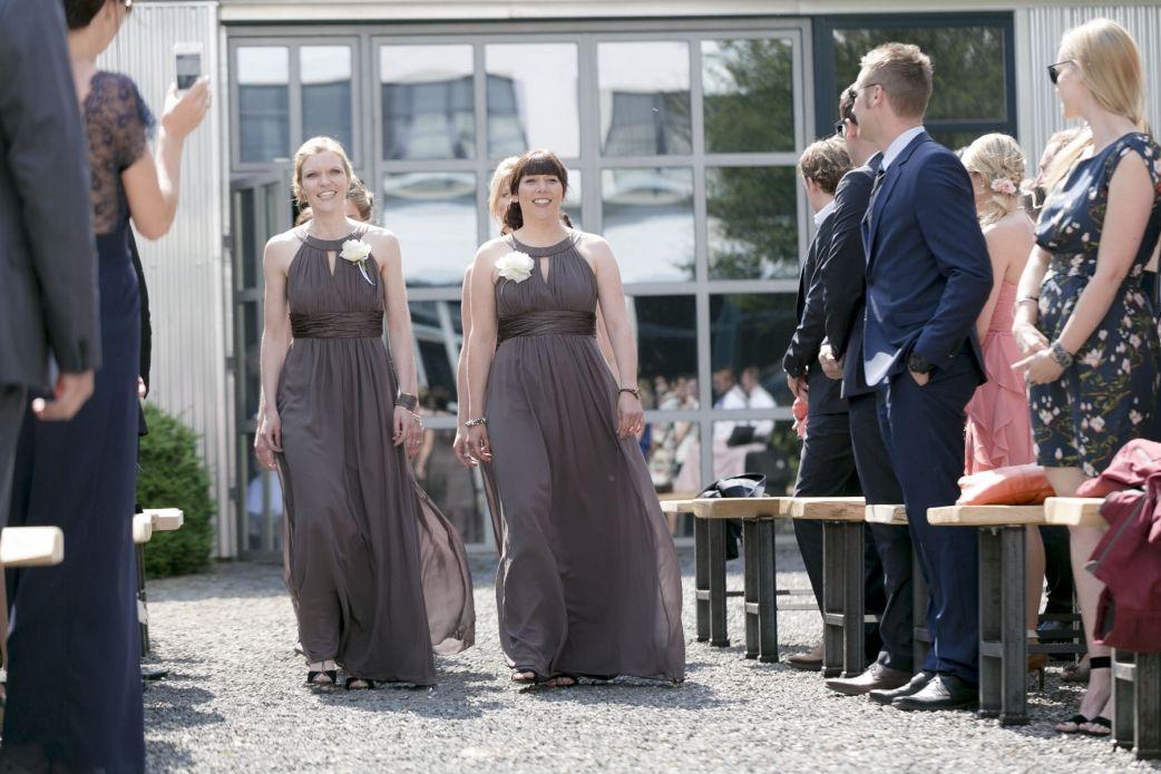 Alte Tuchfabrik Euskirchen Hochzeitsreportagen Koln Brautjungfernkleid Brautjungfer Outfit Brautjungfern
