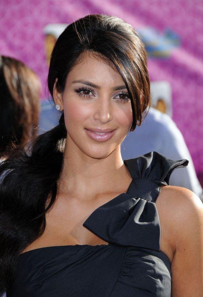 Pferdeschwanz Seiltich Getragen Mit Schrägem Pony Kim Kardashian 1