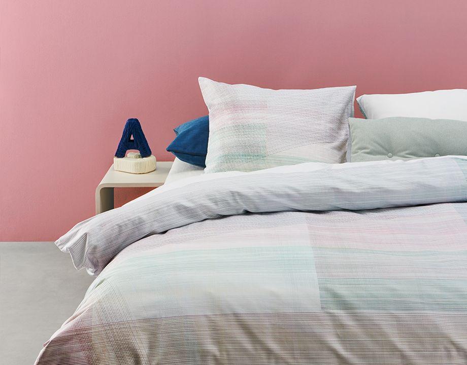 Der Bettbezug Equinox hat ein Muster aus feinen, sich kreuzenden ...