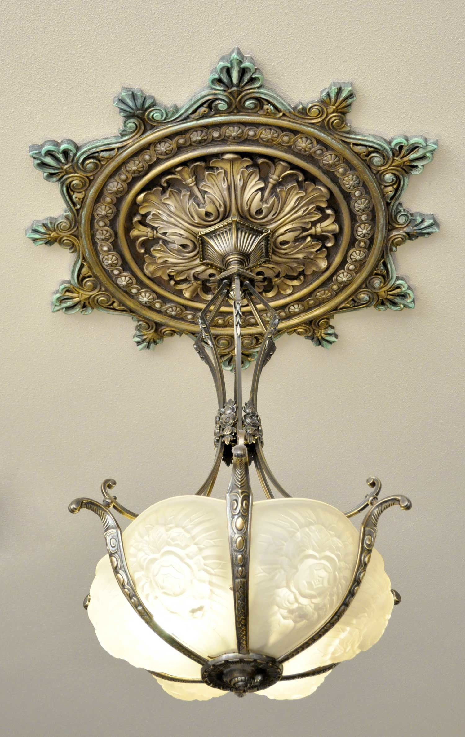 Plaster Ceiling Medallion can be painted stained or