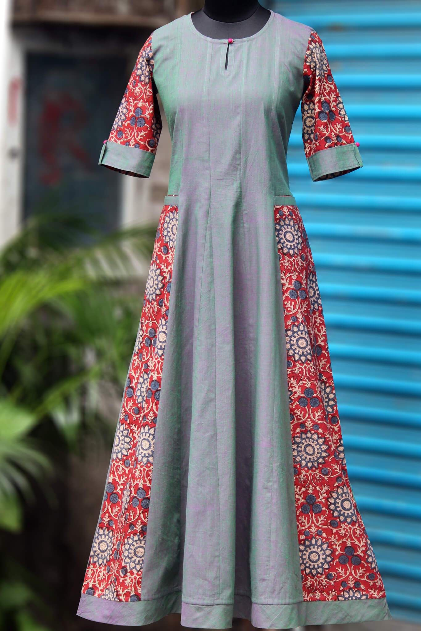 A perfect elegant long dress with side pockets main fabric