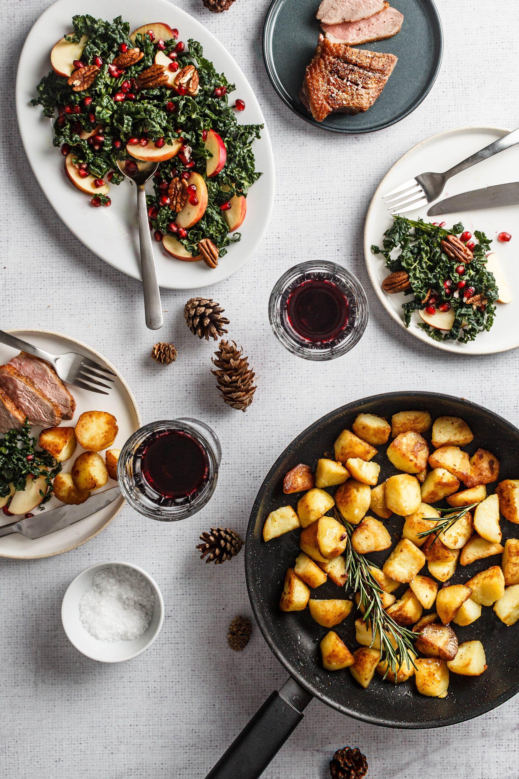 Andebryst med sprøde kartofler og kålsalat