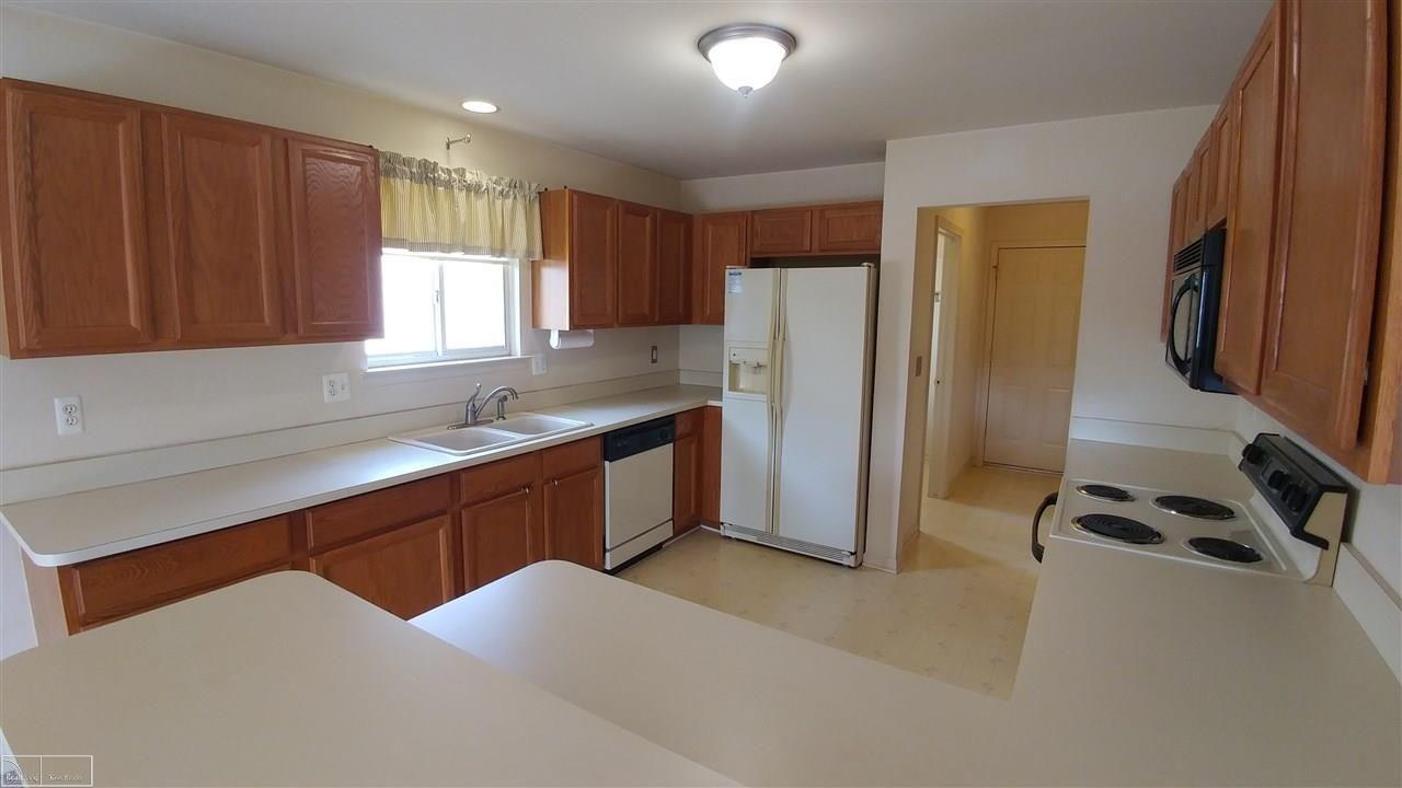 44127 Kendyl, Sterling Heights, MI 48314 Home, Lake