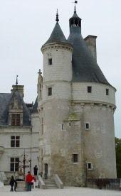 Chenonceau-  En 1506 le fief de Chenonceau  (paroisse de Francucie) est saisie sur Damoiselle Claire de Clermont et est adjugé à Bohier pour 1 450 livres. En 1507 il achète le fief de la Juchepie (320 livres) à Francueil. En 1510 il acquiert le vaste fief d'Argy (1 311 livres et 10 sols) qui s'étend sur Civray, La Croix, Bléré, Francueil, Luzillé, St Georges, Chissay, Chisseaux et Chenonceau. En 1512 la terre de Chenonceau est de nouveau saisie et remise aux enchères.