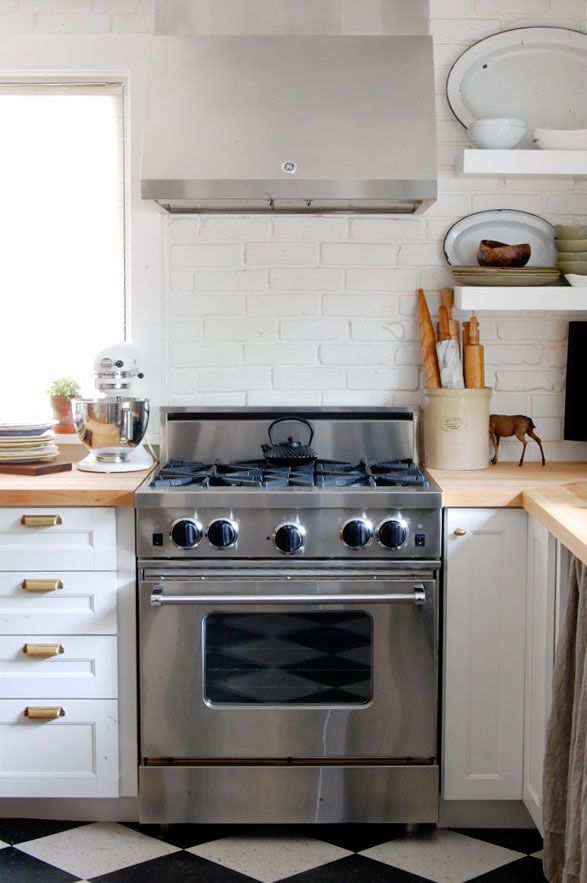 The Four Corners Of The Kitchen The Stove Stainless Steel Cleaning Clean Oven Door Stainless Steel Fridge