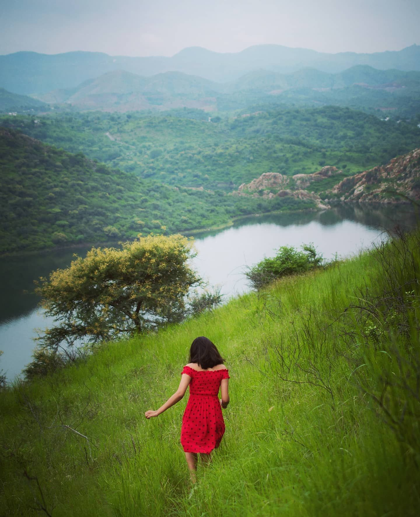 Take me there.. . . Disclaimer - Please don't try this. . . From recent hike. @radiant_soul99 @niveditaameta @hrshtpurohit . #photographers_of_india#_soi#dslrofficial#_hpics#ig_respect#indianphotographyclub#Desi_diaries#i_hobbygraphy#_woi #oph#indiapictures #travelrealindia#india_undiscovered#yourshot_india#_instaindia_ #_indiadiaries#Udaipur#Udaipurblog@udaipurblog@instaudaipur#instaudaipur #CAsaurabhPatwari #rangeelorajasthan #imperialrajasthan #colours_of_rajasthan #lonelyplanetindia #igersra
