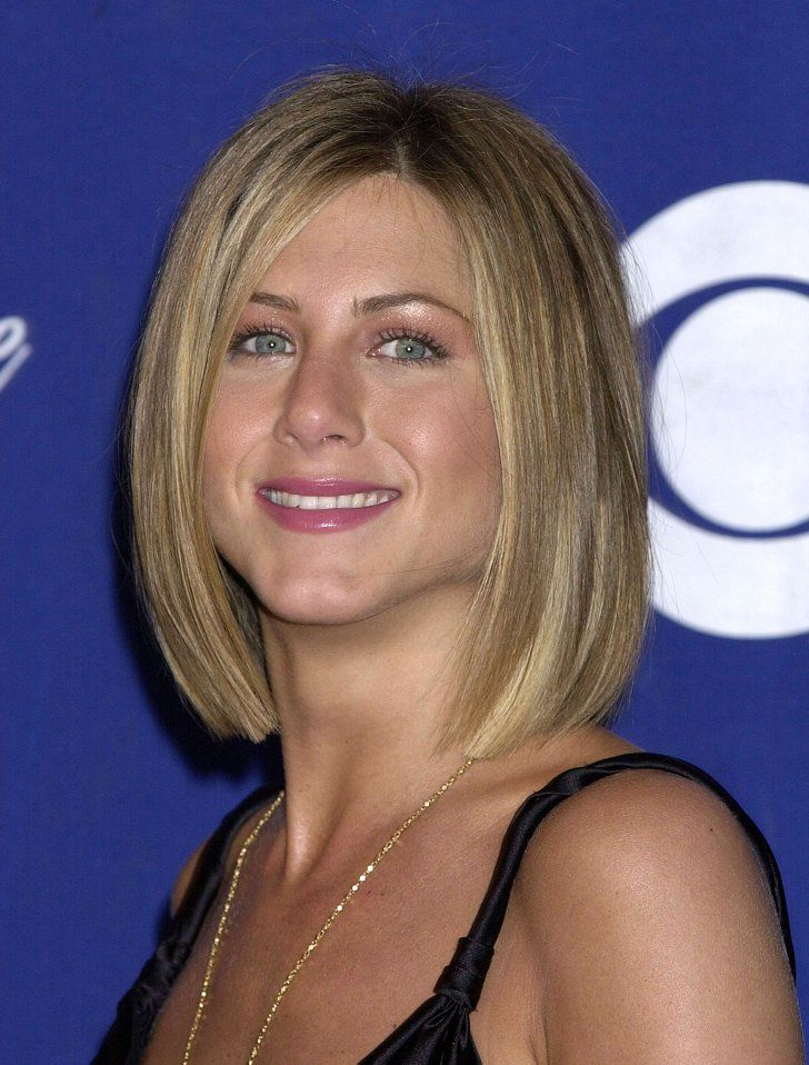 Pin for Later: 17 Times You Wished You Had Jennifer Aniston's Cool California-Girl Hair 2001 At the 2001 People's Choice Awards, Jennifer showed off a chic, shoulder-grazing bob.