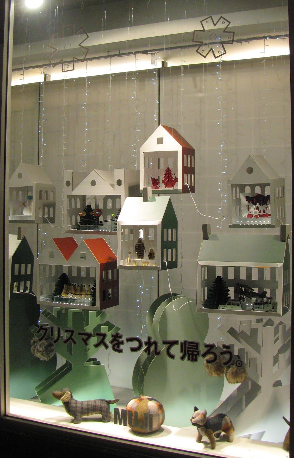muji london winter window display shop displays pinterest schaufenstergestaltung. Black Bedroom Furniture Sets. Home Design Ideas