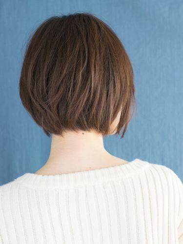 大人フェミンな前下がりひし形ショートヘアで小顔に ショート ヘア