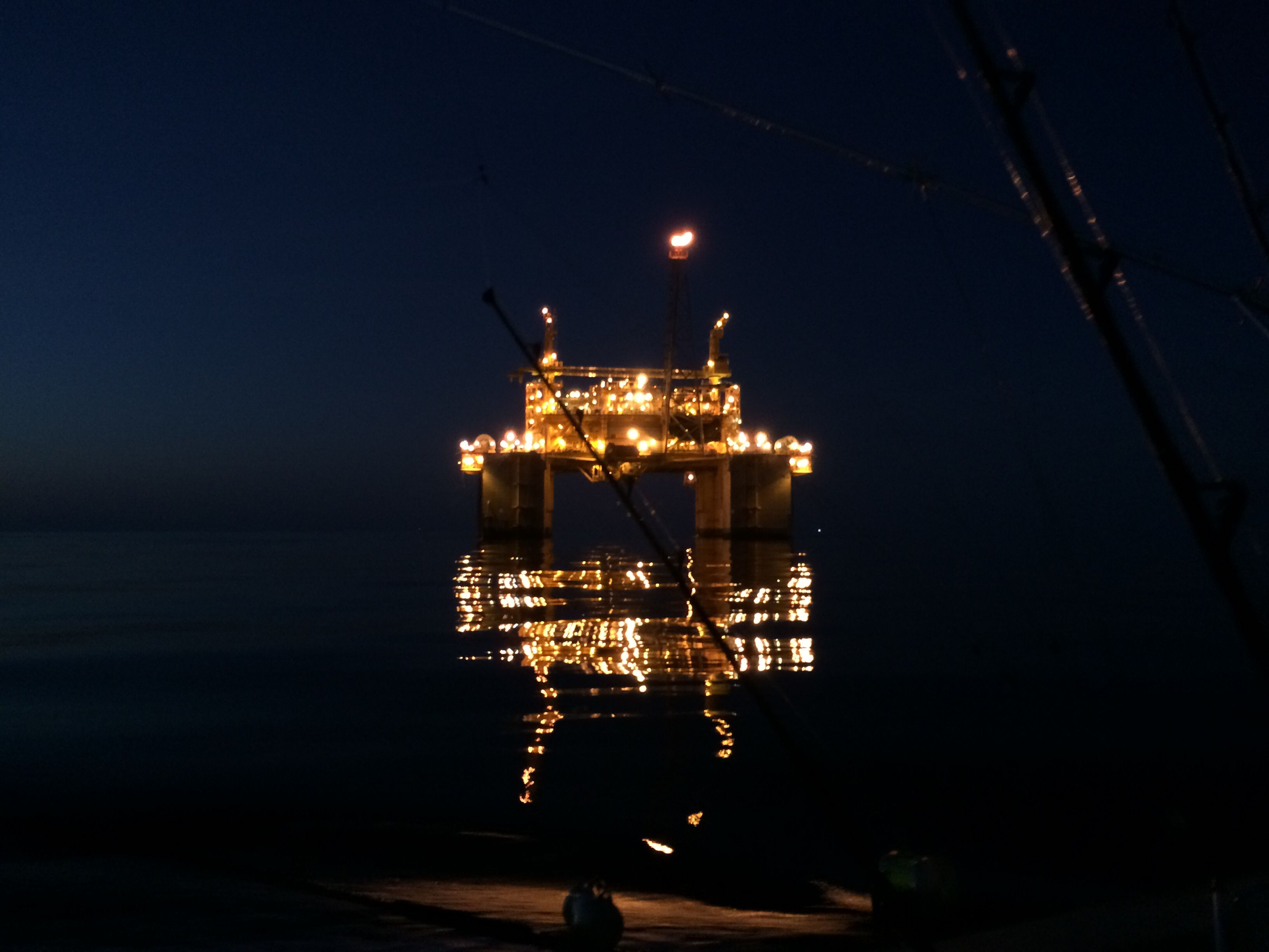 Gulf Coast Oil Rig at Night | Saltwater Fishing | Fishing rigs, Oil
